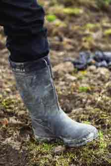 Should Muck Boots Fit Tight or Lose