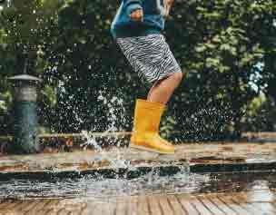 10 Best Shoes To Wear In The Rain At Disney World